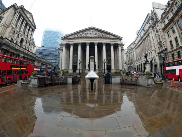 Gloomy BOE refuses to join global easing bandwagon