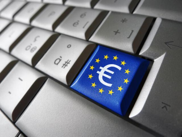 2c3e61b59b03 Euro tumbles as ECB highlights downside risks