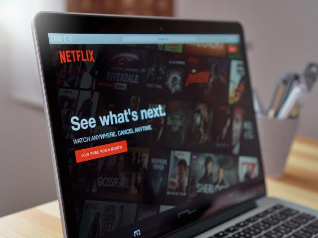 How might Netflix's Q4 earnings affect its share price?