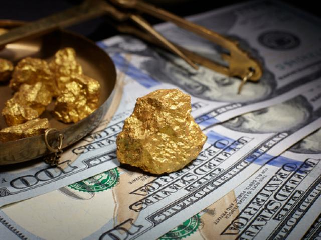 Dollar flickers to life; Gold rally takes a breather