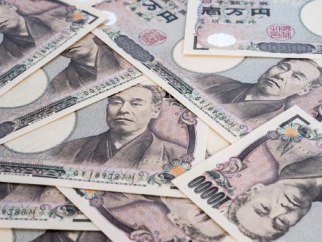 Japanese Yen tumbles as risk sentiment rebounds